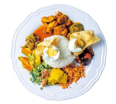 アリヤプレート(1000円)。チキン、ポーク、マトンから選べるカレーはパンチのある辛さ!/スリランカカレー ALIYA