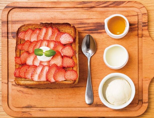極美ハニートーストストロベリー(1380円)/高級食パン専門店 嵜本ベーカリー カフェ