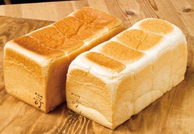 味わいの異なる2種の食パンから選べるのも人気の理由。食べ比べも楽しんで/高級食パン専門店 嵜本&jam