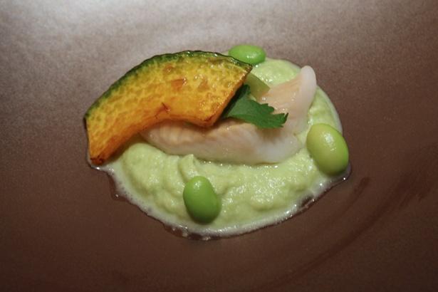 白身魚の枝豆入り葱生姜蒸し。すりおろした枝豆に冬瓜を合わせたソースが絶品