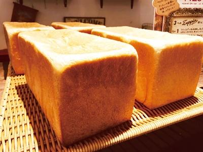 「NEKO NEKO SHOKUPAN」の「100%みるく食パン 一本型」(864円) /「オアシスパーク」