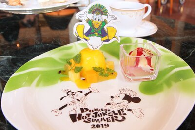 """【写真】ジャングルをイメージしたプレートや、""""王様ドナルド""""の砂糖菓子にも注目!"""