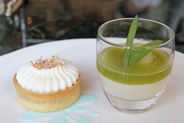 左がハワイの伝統菓子「ハウピアパイ」。右はパンナコッタにメロンのソースや果肉を重ねた「パンナ・コッタとメロンクーリ」
