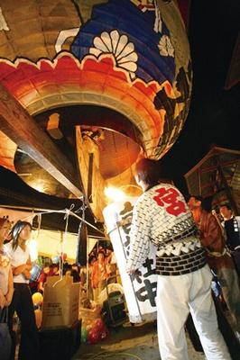 「三河一色大提灯まつり」では、8月24日(土)の19時ごろに献灯祭が行われる