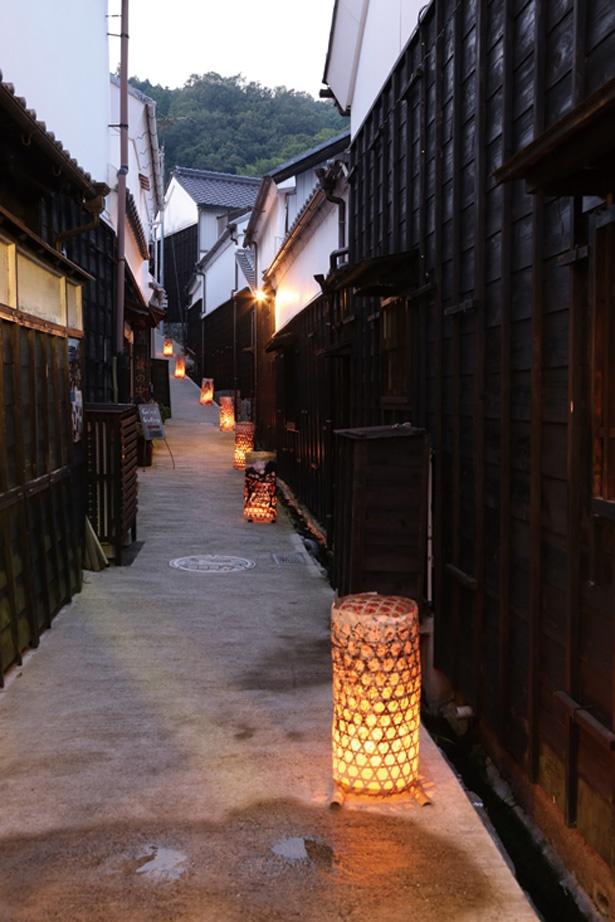 「たんころりんの夕涼み」で飾られる竹かごは、地元住民が足助の竹を使い手作りしたもの。温かみを感じられる