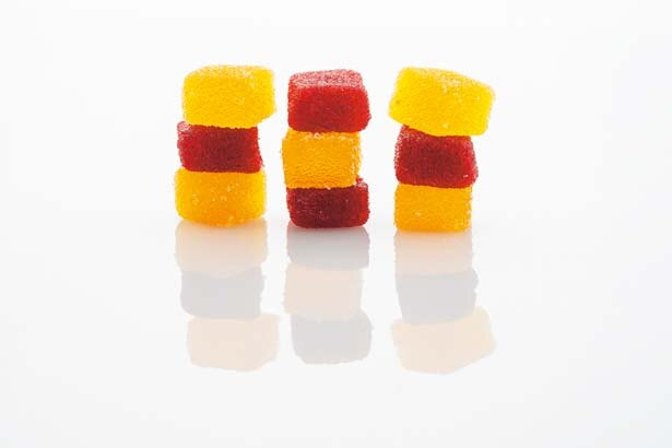 パート ド フリュイ ベリーミックス(赤)、トロピカルミックス(黄)。各6個入りで172円/CHOCOLATERIE PÂTISSERIE SoLiLité