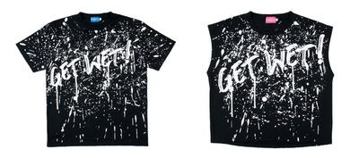 「GET WET!」と書かれたTシャツ(各2600円)。左がメンズ、右がレディース。サイズはどちらもMとLを用意