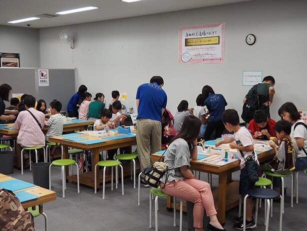 毎回多くの子どもたちで賑わう「自由研究道場」