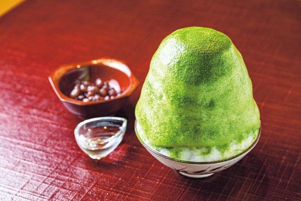 抹茶エスプーマ(1500円)は粉雪のような氷に、エアリーな抹茶エスプーマが上品で華やかな味わいを生み出す/茶三楽