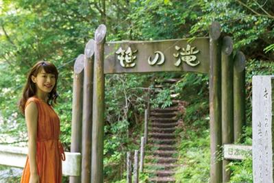 国道168号線沿いの案内板から11kmほど山の中に入った場所にある笹の滝の入口。ここから滝までは歩いて10分ほど/笹の滝