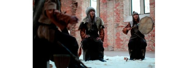 """カザフスタンの伝統音楽を奏でる""""トゥラン"""""""