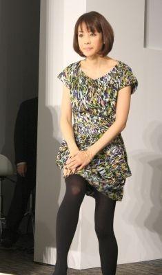ワンピースで春らしい装いを先取りした内田恭子さん