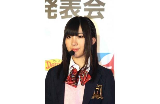 岩佐美咲は「外で働くお父さんにマフラーや手袋をあげたい」と語る