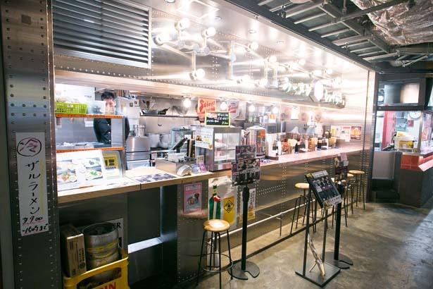 店舗で注文して好きな所で食べるフードコート形式/京都千丸 しゃかりき murasaki 京都タワーサンド店