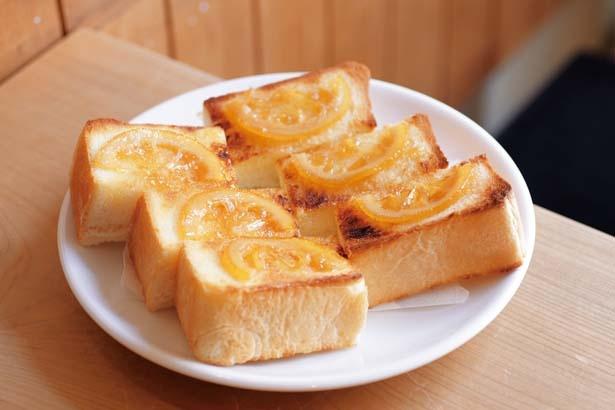【写真を見る】レモントースト(500円)。レモンのさわやかな風味とバターの塩けが好バランス/菊しんコーヒー