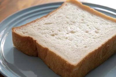 パンは近隣の人気店「Boulangerie gout」から/Cafe Orangerie
