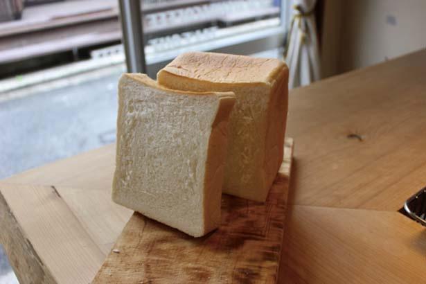 地元で愛されるパン屋さん「ポエット」のふんわり柔らかい食パンを使用/菊しんコーヒー