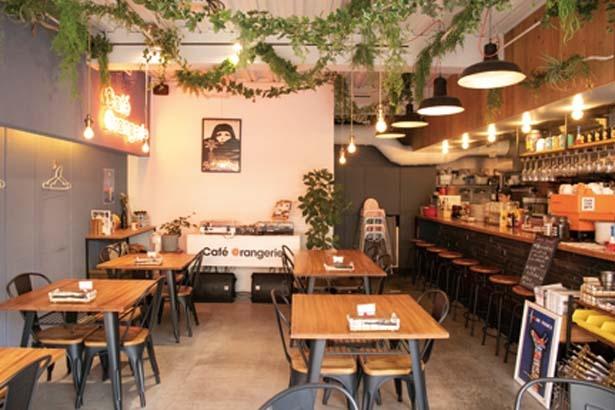 テーマは「フランスの街角にたたずむカフェ」。コーヒーの香りが漂う/Cafe Orangerie