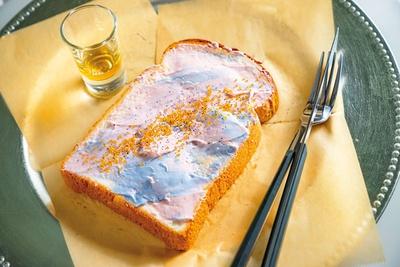 Sky vibes on toast(800円)。天然食材の色を生かし、ブルーはバタフライピー、ピンクはビーツパウダーで色付け/LITT UP. KYOTO