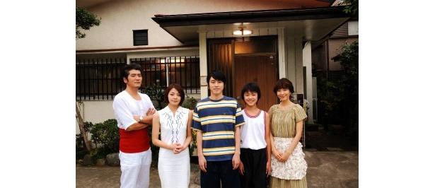 修一の家族役で吉川晃司や鈴木杏樹、田畑智子ら個性派キャストが出演