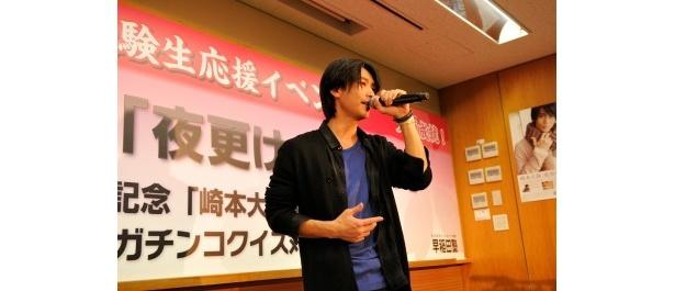 イベントではクイズ大会や小島よしおとのトークのほか、2ndシングル「夜更けのバラッド」の歌披露も