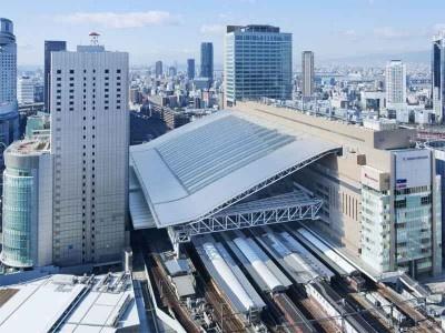 向かって右側が新しくできた「ノースゲートビルディング」、左側が現アクティ大阪の「サウスゲートビルディング」