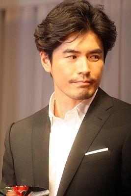 男性部門では俳優の伊藤英明さんが受賞