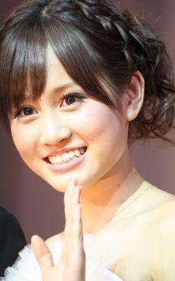 贈呈されたジュエリーは、AKB48のメンバーに「きっとあげないと思う…」と小さくコメント
