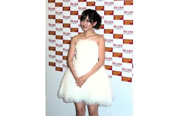 10代部門を受賞したAKB48の前田敦子