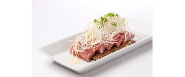 「コマネチ」はコンビーフ、マヨネーズ、ネギ、チーズを使用した一品