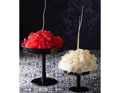 薔薇の花びらを散らしたような「ローズ・トラップ」は、ザクロのシロップを染みこませたスポンジで作る苺のショートケーキ