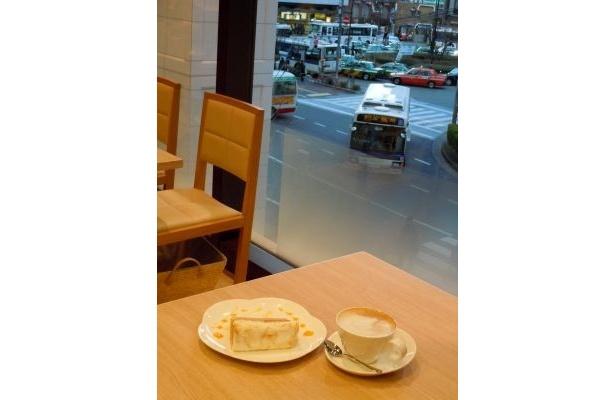 お茶の種類が豊富な「ロブロス カフェ」