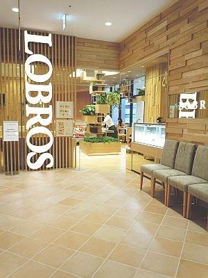 「ロブロス カフェ」の玄関