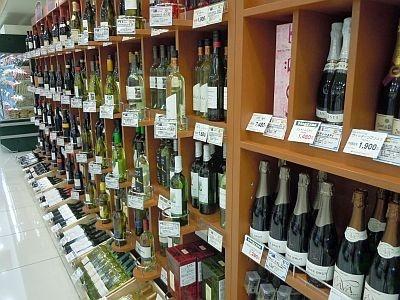 「ピーコックストア」にはワインが豊富にそろう