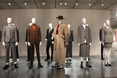 【写真中央】ラフな装いのズート・スーツは日本の学生服のボンタンやドカンに取り入れられる