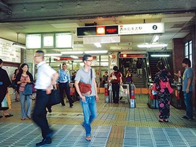 花火から遠い分すいている穴場がココ西中島南方駅/なにわ淀川花火大会