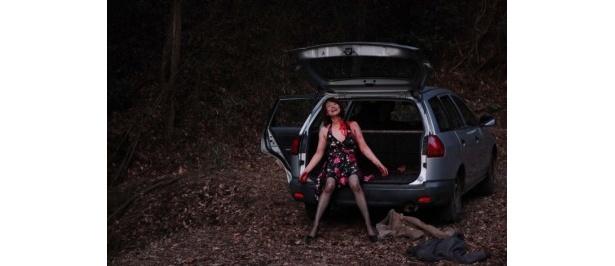 【写真をもっと見る】女優陣の体を張った熱演にも注目!