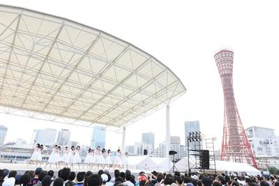 神戸のメリケンパークでミニライブを開催したSTU48