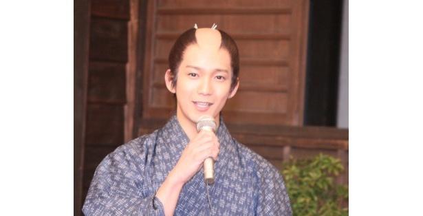 """天才剣士・沖田総司を演じる辻本祐樹は「現場では永井さんから""""誠""""のシールをもらいました」と楽しい現場の様子を語った"""
