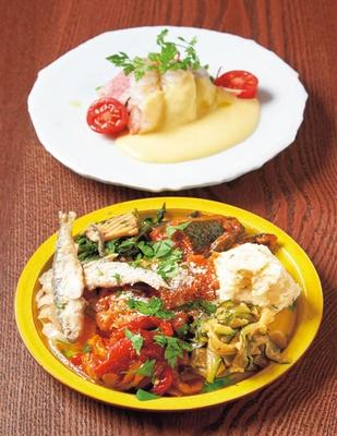 【写真を見る】トリッパのトマト煮や稚鮎のエスカベッシュなどの前菜盛り合わせ7種(842円、手前)/生ハムとイタメシ。 86ストア