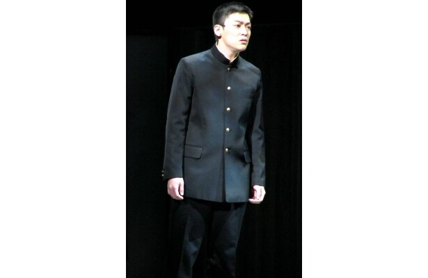 【写真】現場では「ハイタッチで盛り上げています」と鶴川を演じる大東俊介
