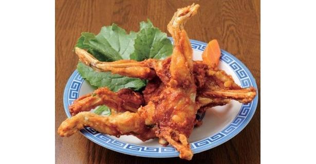 """「中華料理 来福かえる」(名古屋・吹上)で食べられる「カエルの唐揚げ」(1300円)は""""カエルの姿""""そのまんま!"""