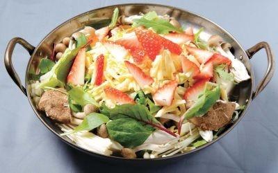 「隠れ家Dining 堀川小町」の「いちごチーズ鶏鍋」は甘みと酸味が絶妙なバランス♪