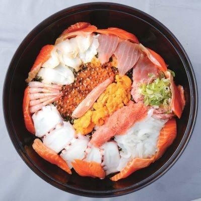 「海鮮丼 若狭家」(名古屋・矢場町)の「大漁海鮮丼」(3800円)