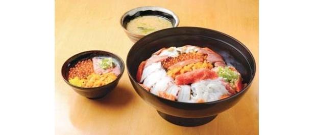 「海鮮丼 若狭家」(名古屋・矢場町)の「大漁海鮮丼」(3800円)は通常サイズの約7人分