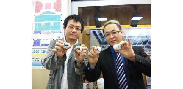 神実況コンビの村田晴郎(左)と鈴木健.txt(右)
