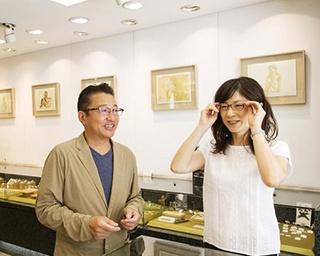 店主は商店街の顔!自然と人が集まる老舗「Gallery KAMEI」
