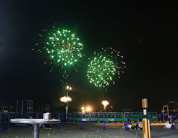 花火もよく見える「亀岡平和祭保津川市民花火大会」の加熱式たばこIQOSラウンジスペース