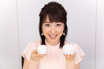 【写真】巨大いちご大福を手に満面の笑みの川田裕美アナ