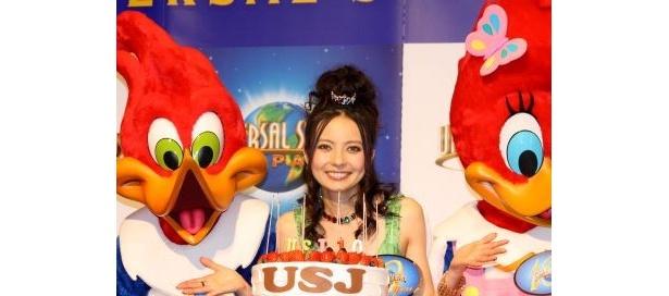 """ユニバーサル・スタジオ・ジャパンの""""10周年大使""""として、タレントのベッキーさんが登場!"""